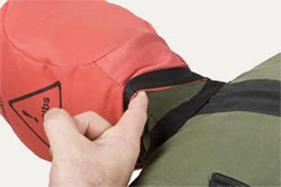 Съёмный красный чехол головы позволяет стирать его отдельно.